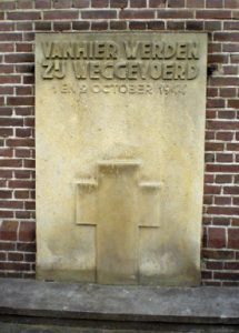 gedenkteken bj de kerk