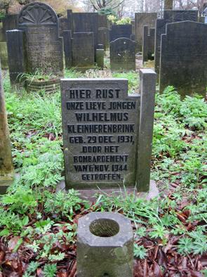 Graf Wimpie op de oude begraafplaats