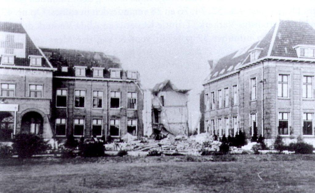 Rechterdeel van het St Jozef Paviljoen na het bombardement van 26 november 1944